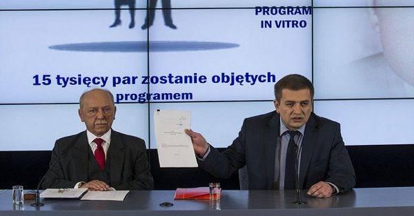 Bartosz Arlukowicz (rechts) // (cc) Maciej Śmiarowski/KPRM [CC BY-NC-ND 2.0] / Flickr