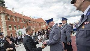 Donald Tusk heute bei den Fererlichkeiten zum Feiertag der Polizei // (cc) Maciej Śmiarowski/KPRM [CC BY-NC-ND 2.0] / Flickr