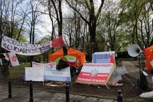 Protestierende vor dem Sejm