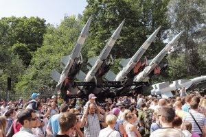 Raketenwerfer-werden-bewund