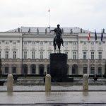 Duda: Smolensk-Denkmal vor Präsidentenpalast