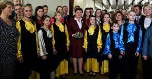 Premierministerin mit Kindern aus Ostpolen