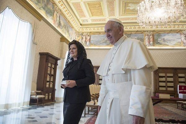 Bild: Beata Szydlo und Papst Franziskus // (cc) P.Tracz/KPRM [Public Domain Mark 1.0] / Flickr